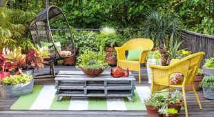 Overhauling Your Back Yard Using Outdoor Garden Decor