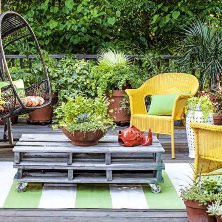 Overhauling Your Back Yard Using Outdoor Garden Decor